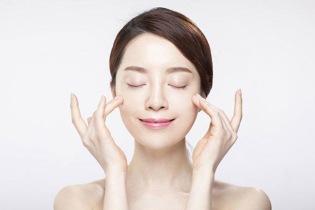 Bảo vệ làn da cùng kem chống nắng sau khi dùng kem dưỡng ẩm.