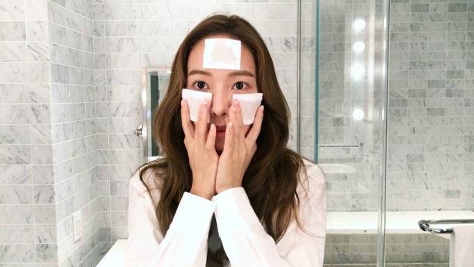 Các chuyên gia chăm sóc da Hàn Quốc khuyên chị em nên sử dụng toner ngay sau khi rửa mặt.